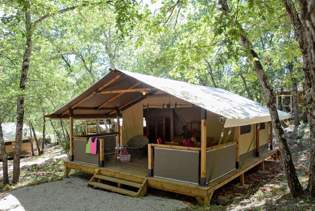 Découvrez toutes les locations standards proposées par le camping familial Le Parc